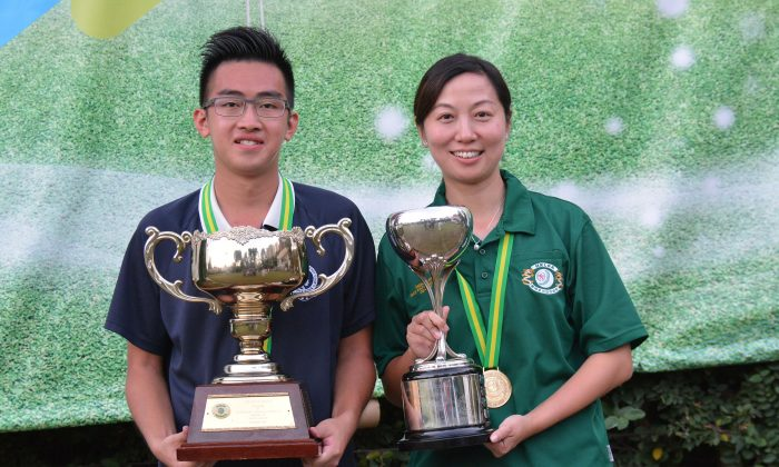 WE ARE THE CHAMPION – Hong Kong bowler Jordi Lo (left) and Dorothy Yu proudly display their Hong Kong International Bowls Classic singles trophy at KGBC, Hong Kong on Sunday Nov 8, 2015. This is the first ever time that local bowler won both titles. (Stephanie Worth)