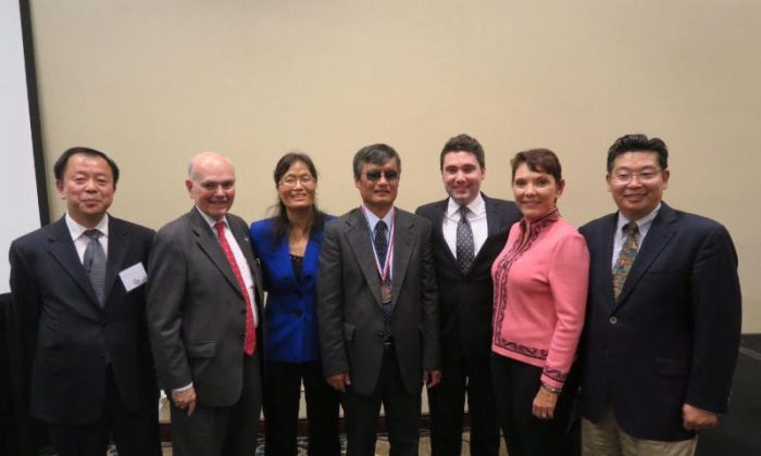 From left to right: Henry Li, Lee Edwards, Yuan Weijing, Chen Guangcheng, Marion Smith, Reggie Littlejohn, and Yang Jianli. (Initiatives for China)