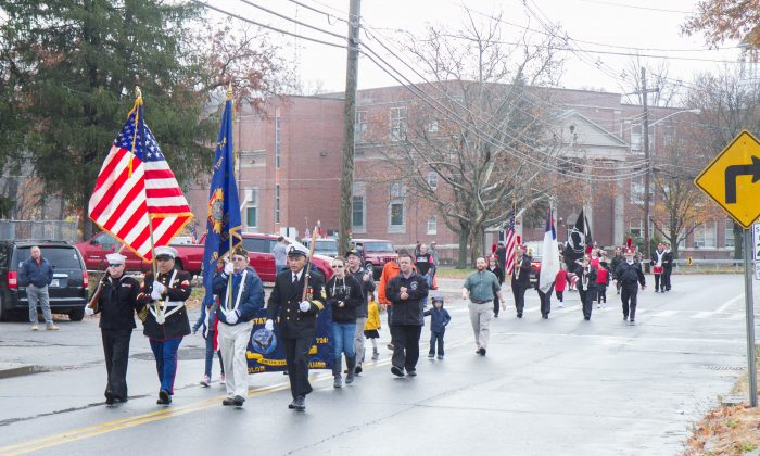 The front of the Veterans Day Parade in Port Jervis on Nov. 11, 2015. (Holly Kellum/Epoch Times)