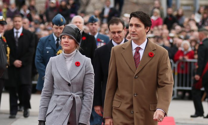 Prime Minister Justin Trudeau and his wife Sophie Gregoire-Trudeau attend the Remembrance Day ceremonies at the National War Memorial Ottawa, on Nov. 11, 2015. (Annie Wu/Epoch Times)