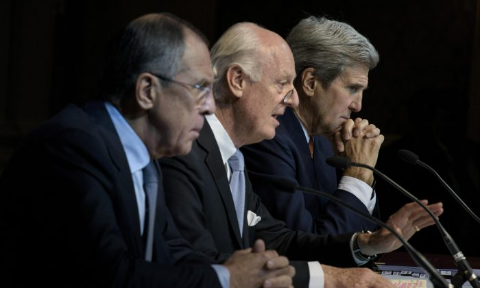 (L-R) Russian Foreign Minister Sergei Lavrov, U.N. Special Envoy for Syria Staffan de Mistura, and U.S. Secretary of State John Kerry at a press conference at the Grand Hotel in Vienna, Austria, on Oct. 30, 2015. (Brendan Smialowski/AFP/Getty Images)