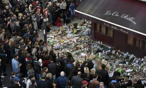Reactions to Paris Attacks Clash on Whether to Accept Syrian Refugees