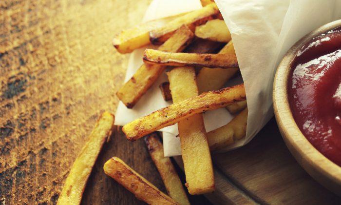 Potato fries with sauce (Vaivirga/iStock)