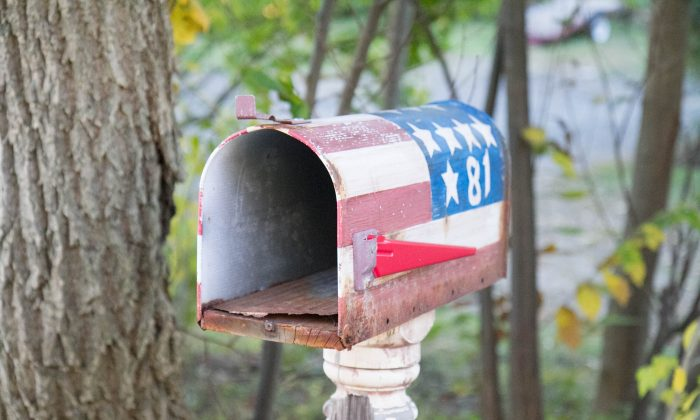 The mail box for 81 State Street/ Route 211 in Otisville on Oct. 12, 2015. (Holly Kellum/Epoch Times)