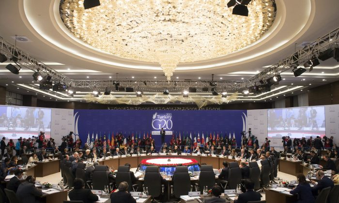 World leaders attend a working session on the Global Economy at the G20 Summit in Antalya, Turkey, on Nov. 15, 2015. (Saul Loeb/AFP/Getty Images)