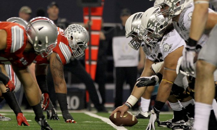 The Oregon Ducks lost to the Ohio State Buckeyes in last year's national championship game. (Jamie Squire/Getty Images)