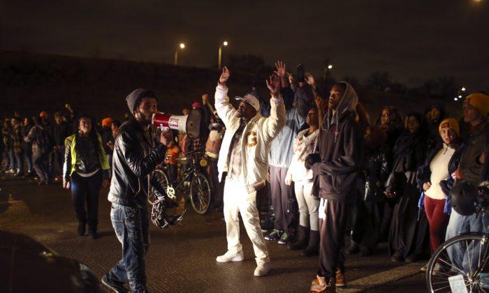Demonstrators block a portion of Interstate 94, shutting down the northbound lanes in Minneapolis on Nov. 16, 2015. (Jeff Wheeler/Star Tribune via AP)