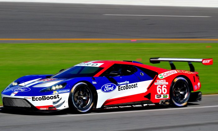 The much-anticipated Ford GT made its official U.S. testing debut. (Bill Kent/Epoch Times)