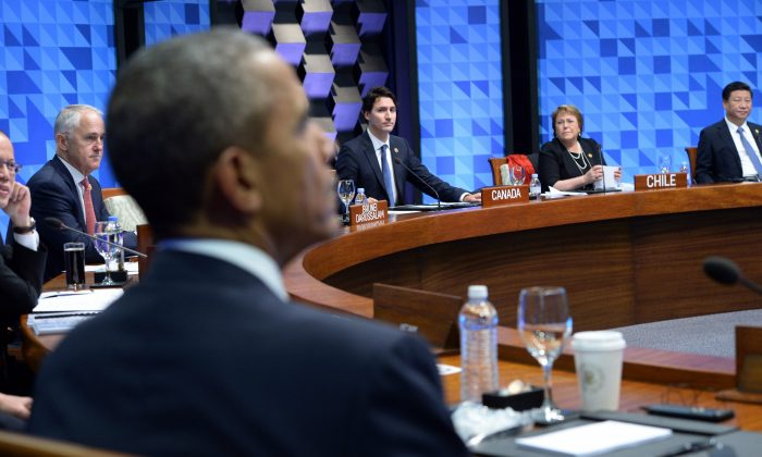 Prime Minister Justin Trudeau, center, takes part in a plenary session at the APEC Summit in Manila, Philippines on Thursday, Nov. 19, 2015. (Sean Kilpatrick/The Canadian Press via AP)