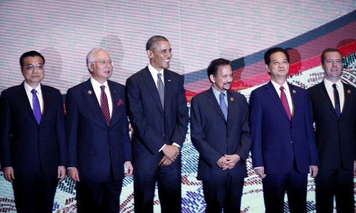 Leaders from left to right, Chinese Premier Li Keqiang, Malaysian Prime Minister Najib Razak, U.S. President Barack Obama, Brunei's Sultan Hassanal Bolkiah, Vietnam's Prime Minister Nguyen Tan Dung and Russian Prime Minister Dmitry Medvedev pose for a group photo during the 10th East Asia Summit at the 27th ASEAN Summit in Kuala Lumpur, Malaysia, Sunday, Nov. 22, 2015. (AP Photo/Vincent Thian)