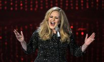 SNL Suggest Adele's '25' Can Fix All Our Family Problems