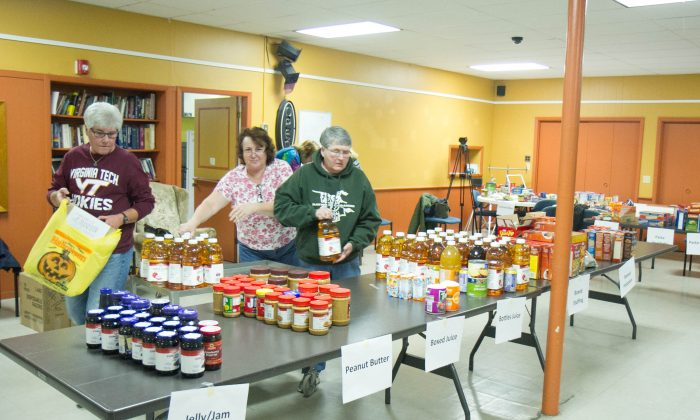 Volunteers prepare holiday food boxes at the Otisville Presbyterian Church in Otisville on Nov. 20, 2015. (Holly Kellum/Epoch Times)