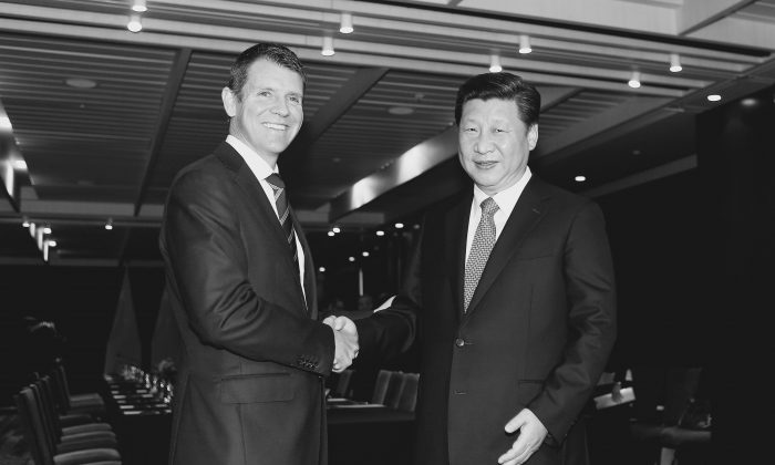 Chinese Communist Party leader  Xi Jinping of China (R) shakes hands with New South Wales Premier Mike Baird on Nov. 19, 2014 in Sydney, Australia.  Australian security experts and officials are concerned about Communist China gaining control of NSW's power grid. (Daniel Munoz - Pool/Getty Images)
