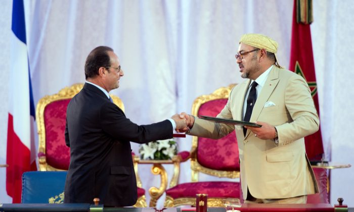 French President Francois Hollande (L) and Morocco's King Mohammed VI shake hands after signing an agreement on Sept. 20, 2015, during a meeting in the Moroccan port city of Tangier. (Alain Jocard/AFP/Getty Images)