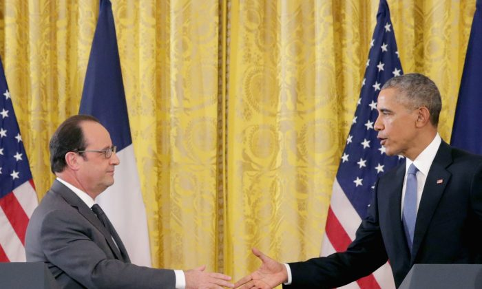 French President Francois Hollande (L) and President Obama shake hands during a joint press conference at the White House on Nov. 24, 2015, in Washington, D.C. (Chip Somodevilla/Getty Images)
