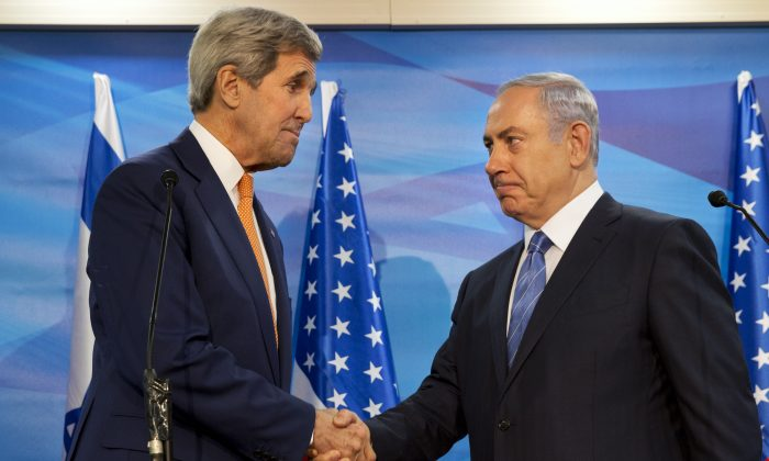 U.S. Secretary of State John Kerry (L) and Israeli Prime Minister Benjamin Netanyahu before a meeting at the PM's Office in Jerusalem, Tuesday, Nov. 24, 2015. (AP Photo/Jacquelyn Martin)