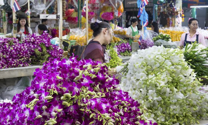 Pak Khlong Talad flower market is the largest flower market in Thailand. (KHellon/iStock)