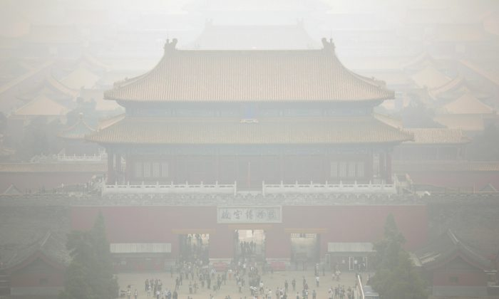Haze envelops the Forbidden City as seen from nearby hilltop park on a polluted day in Beijing on Oct. 7, 2015. (AP Photo/Mark Schiefelbein)