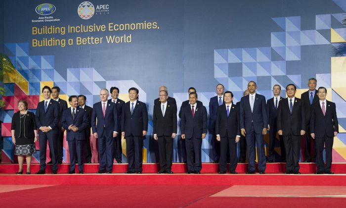 A family photo of the annual 21-member Asia-Pacific Economic Cooperation (APEC) Summit in Manila, Philippines, on Nov. 19, 2015. (Saul Loeb/AFP/Getty Images)