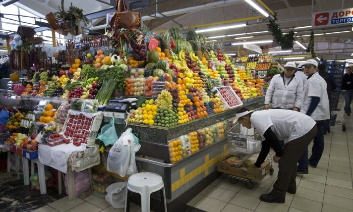 Traders prepare vegetables for customers at Dorogomilovsky food market in Moscow, Russia, Friday, Nov. 27, 2015. (AP Photo/Alexander Zemlianichenko)