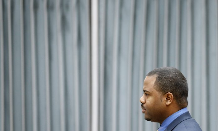 William Porter, one of six Baltimore City police officers charged in connection to the death of Freddie Gray, walks to a courthouse for jury selection in his trial in Baltimore on Monday, Nov. 30, 2015. (AP Photo/Patrick Semansky)