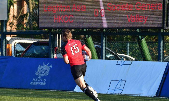 Ryan Meacham burst through the HKCC defense to score Valley's first try in their HKRFU Premiership match at King's Park on Saturday Nov 28, 2015. (Bill Cox/Epoch Times)