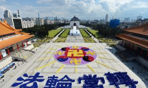 Solemn Falun Emblem Formed by 6,300 Falun Gong Practitioners in Taiwan