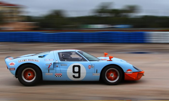 Art Woodworth exits Turn 17 at Sebring in his 1968/2014 Bailey Ford GT40 during the morning practice session at the HSR Sebring Historics, Friday, Dec. 4, 2015. (Chris Jasurek/Epoch Times)