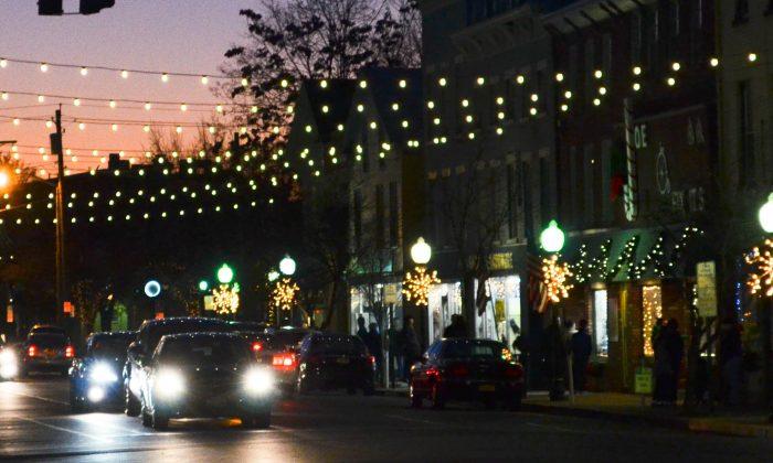 Illuminate Goshen lights on Main Street in Goshen on Dec. 5, 2015. (Yvonne Marcotte/Epoch Times)