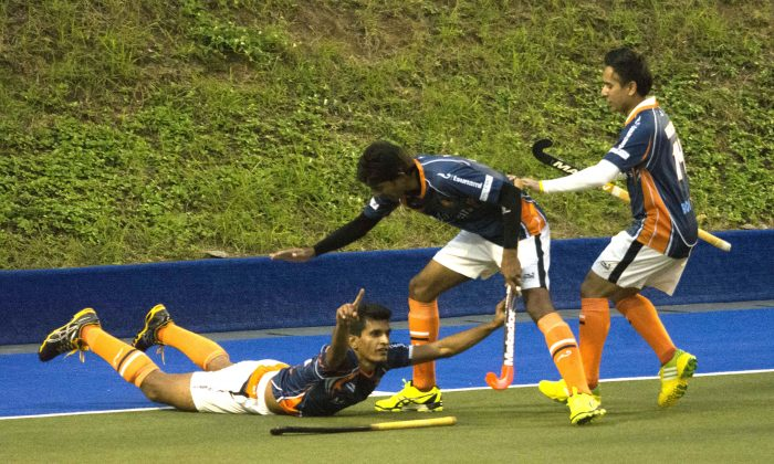 Clincher: Khalsa-A's Arshad Mohammad nails the winner for his side and celebrates with a sky dive in their top of the table clash with Singh Sabha Sports Club (SSSC-A) in the HKHA Premier Division match at King's Park on Sunday Dec 6, 2015. (Eddie So)