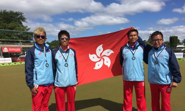 HONG KONG GLORY– the Hong Kong Fours team consisting of (L-R) CY Wong, Jason Choi, Tony Cheung and Terry Kung who won a bronze medal at the Asia Pacific Championships in Christchurch, New Zealand, last week (Dec 4, 2015) proudly display the Hong Kong flag after receiving their medals. (Andrea Chan)