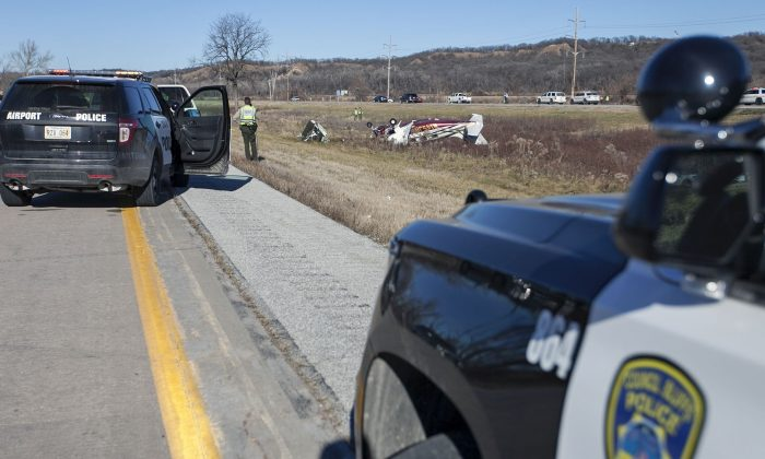 Authorities investigate the scene of a small plane crash that occurred just before noon on Interstate 29, just north of Council Bluffs, Iowa, Thursday, Dec. 10, 2015. The Pottawattamie County sheriff's office said the pilot and sole occupant died in the wreck. (Joe Shearer/The Daily Nonpareil via AP) MANDATORY CREDIT