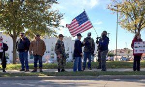 Armed 'Three Percenters' Turn Protests Toward Muslim Americans