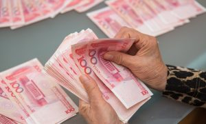 China's Yuan Sinks to 10-Year Low Against Dollar
