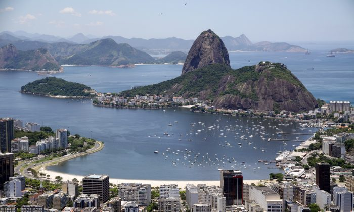 Situated at the mouth of Guanabara Bay, Sugarloaf Mountain offers a spectacular 360-degree view of Rio de Janeiro and the surrounding beaches, mountains, and forests. (Halley Pacheco de Oliviera/Wikimedia Commons)