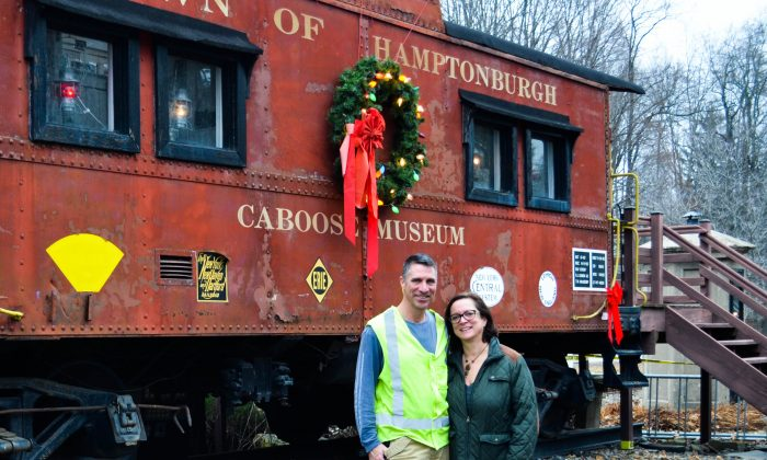 (L-R) Timothy and Luane Meade at Operation Toy Train stop in Campbell Hall on Dec. 13, 2015. (Yvonne Marcotte/Epoch Times)