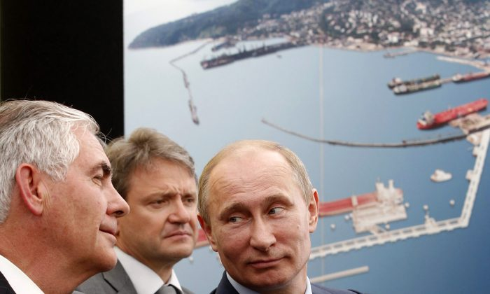 Russian President Vladimir Putin (R) and ExxonMobil Chairman and CEO Rex Tillerson (L) at the ceremony of the signing of an agreement between state-controlled Russian oil company Rosneft and ExxonMobil in the Black Sea port of Tuapse on June 15, 2012. (Mikhail Klimentyev/Ria-Novosti via Getty Images)