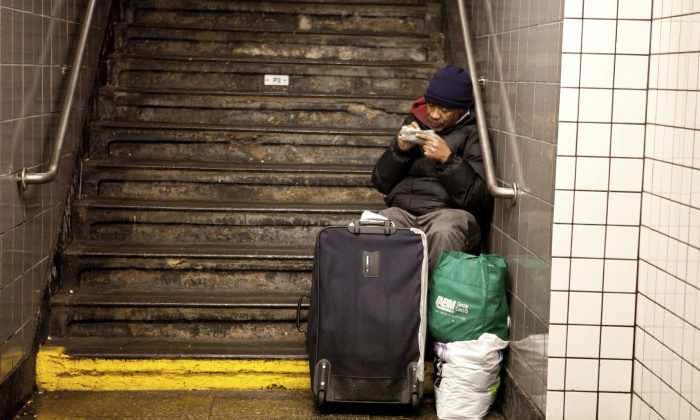 A homeless person in New York city on Fev. 2, 2011. (Epoch Times)