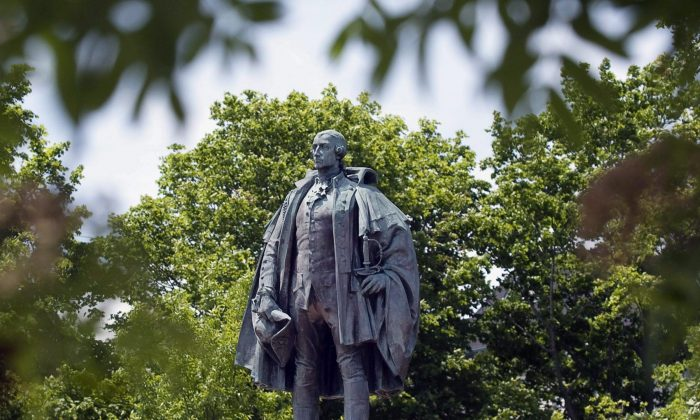 The statue of Edward Cornwallis in Halifax. Nova Scotia's premier says he will discuss options for a statue of Halifax city founder Edward Cornwallis that the Mi'kmaq community has long argued is racist. (THE CANADIAN PRESS/Andrew Vaughan)