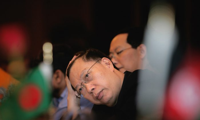 China's former Vice Minister of Health Huang Jiefu at the inauguration of the Conference of Ministers of Health, Agriculture/Livestock on Avian Influenza Control and Pandemic Preparedness in Asia, in New Delhi, India, on July 28, 2006. (AP Photo/Manish Swarup)