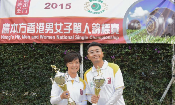 BIG WINNERs –Tammy Tham (left) and Ken Chan from Kowloon Cricket Club congratulate each other after their victory in the final of the National Singles at the Finals Day last Sunday, December 13, 2015. (Stephanie Worth)