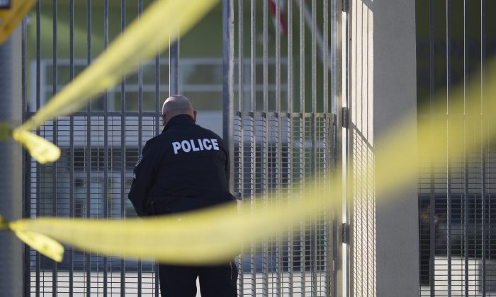 Police converge on Edward R. Roybal Learning Center as all Los Angeles city school are shut down after receiving a threat on December 15, 2015 in Los Angeles, California. (David McNew/Getty Images)