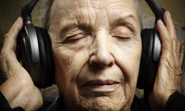 Music, especially through earphones, arouses memory, boosts cognition and lowers the need for psychotropic drugs. (Kuzma/iStock)