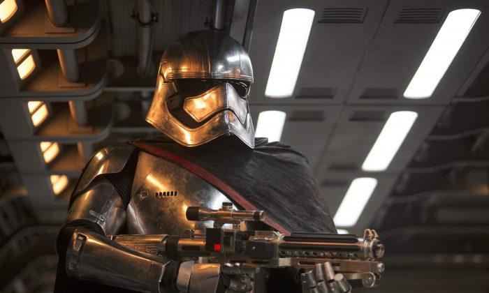 "Gwendoline Christie (Stormtrooper Captain Phasma) in ""Star Wars: The Force Awakens"" (David James/©Lucasfilm 2015 Ltd./Walt Disney Studios Motion Pictures)"