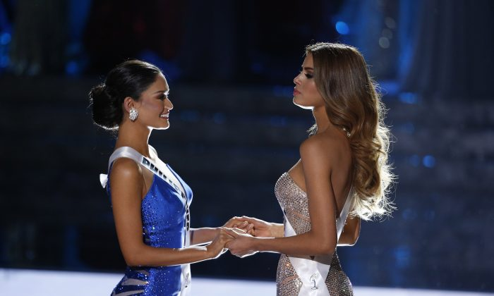 Miss Colombia Ariadna Gutierrez, right, and Miss Philippines Pia Alonzo Wurtzbach wait for the announcer to name the new Miss Universe at the Miss Universe pageant on Sunday, Dec. 20, 2015, in Las Vegas. Gutierrez was incorrectly crowned before Wurtzbach was named Miss Universe. (AP Photo/John Locher)