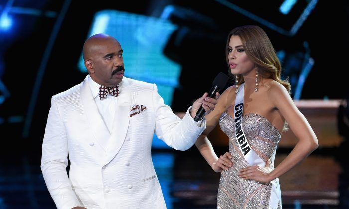 Host Steve Harvey (L) listens as Miss Colombia 2015, Ariadna Gutierrez, answers a question during the interview portion of the 2015 Miss Universe Pageant at The Axis at Planet Hollywood Resort & Casino on December 20, 2015 in Las Vegas, Nevada.  (Photo by Ethan Miller/Getty Images)