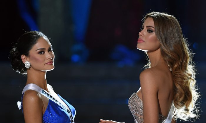 Miss Philippines 2015, Pia Alonzo Wurtzbach (L), and Miss Colombia 2015, Ariadna Gutierrez, hold hands as they wait for the judges' final decision in the 2015 Miss Universe Pageant at The Axis at Planet Hollywood Resort & Casino on December 20, 2015 in Las Vegas, Nevada. (Ethan Miller/Getty Images)