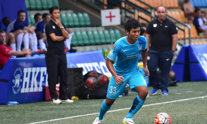 Kitchee's Sham Kwok-keung scored in stoppage time to give Kitchee a 4-1 win over Kwoon Chung Southern in Group A of the HKFA League Cup on Saturday Dec 19. This photo of Sham is from a friendly game between Kitchee and HKFC on Nov 15, 2015. (Bill Cox/Epoch Times)