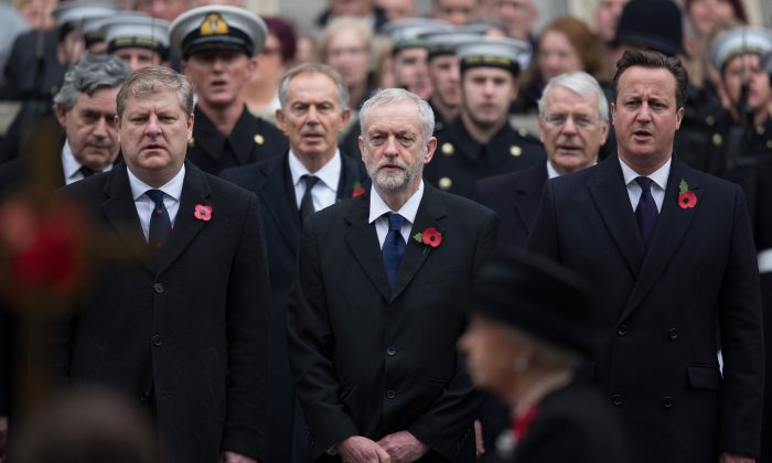 (L-R) Scottish National Party's Parliamentary Group Leader Angus Robertson, Labour leader Jeremy Corbyn and British Prime Minister David Cameron at the annual Remembrance Sunday Service at the Cenotaph on Whitehall in London, U.K., on Nov. 8, 2015. (Carl Court/Getty Images)