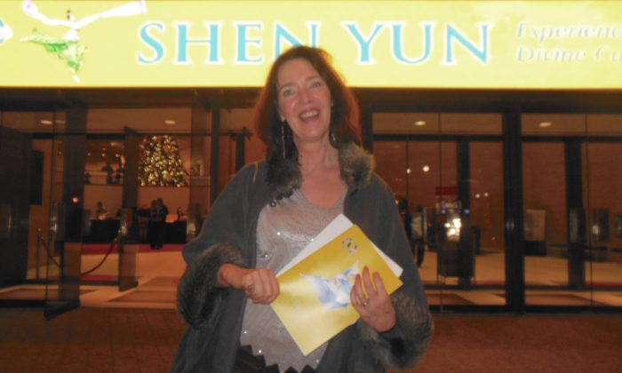 Artist Feels 'In Touch With the Divine' Watching Shen Yun